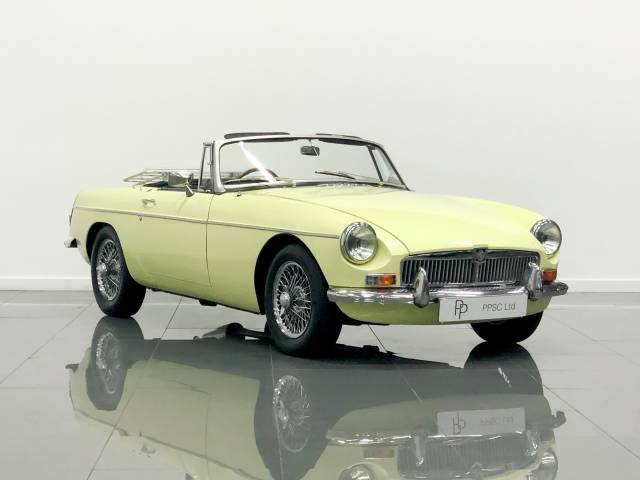 MG MGB 1.8 Roadster Convertible Petrol Primrose Yellow at Phil Presswood Specialist Cars Brigg