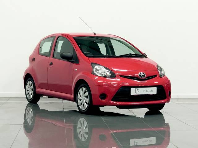 Toyota Aygo 1.0 VVT-i 5dr Hatchback Petrol Red at Phil Presswood Specialist Cars Brigg