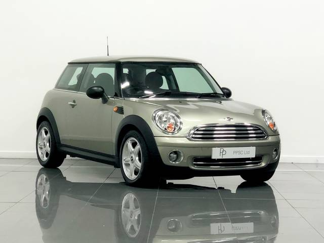 Mini Hatchback 1.6 One 3dr Hatchback Petrol Metallic Grey Silver at Phil Presswood Specialist Cars Brigg
