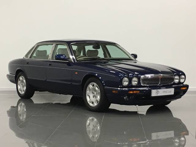 Jaguar V8 Xj Series 4.0 Sovereign LWB 4dr Auto Saloon Petrol Pacific Metallic Blue at Phil Presswood Specialist Cars Brigg
