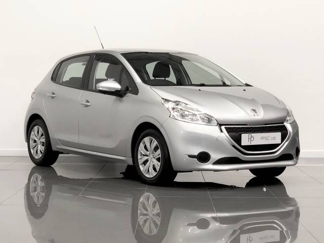 Peugeot 208 1.4 HDi Hatchback Diesel Metallic Silver at Phil Presswood Specialist Cars Brigg