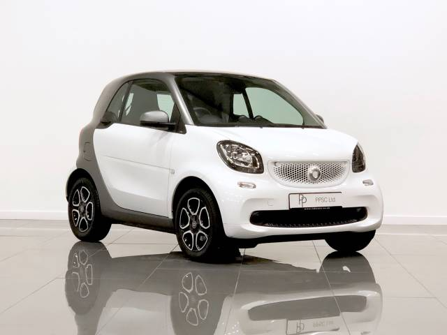 Smart Fortwo Coupe 1.0 Prime Premium 2dr Auto Coupe Petrol White / Grey at Phil Presswood Specialist Cars Brigg