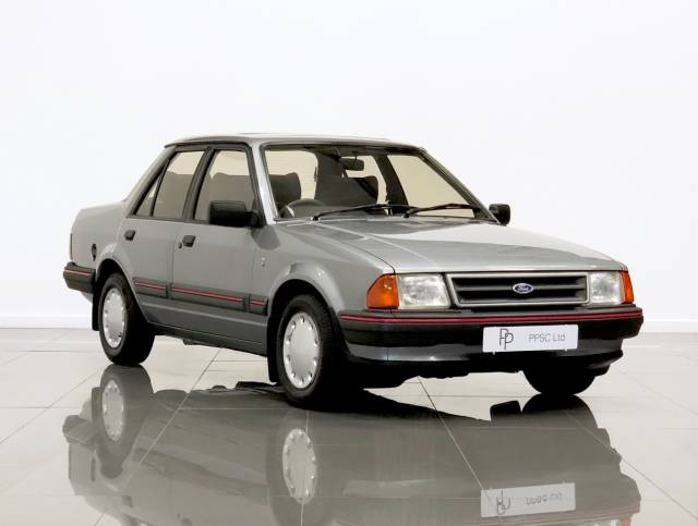 Ford Orion 1.6 Ghia i Saloon Petrol Nimbus Grey at Phil Presswood Specialist Cars Brigg