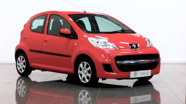 Peugeot 107 1.0 Urban 5dr Hatchback Petrol Red at Phil Presswood Specialist Cars Brigg